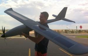 Беспилотный самолет Silent Falcon работает на солнечных батареях