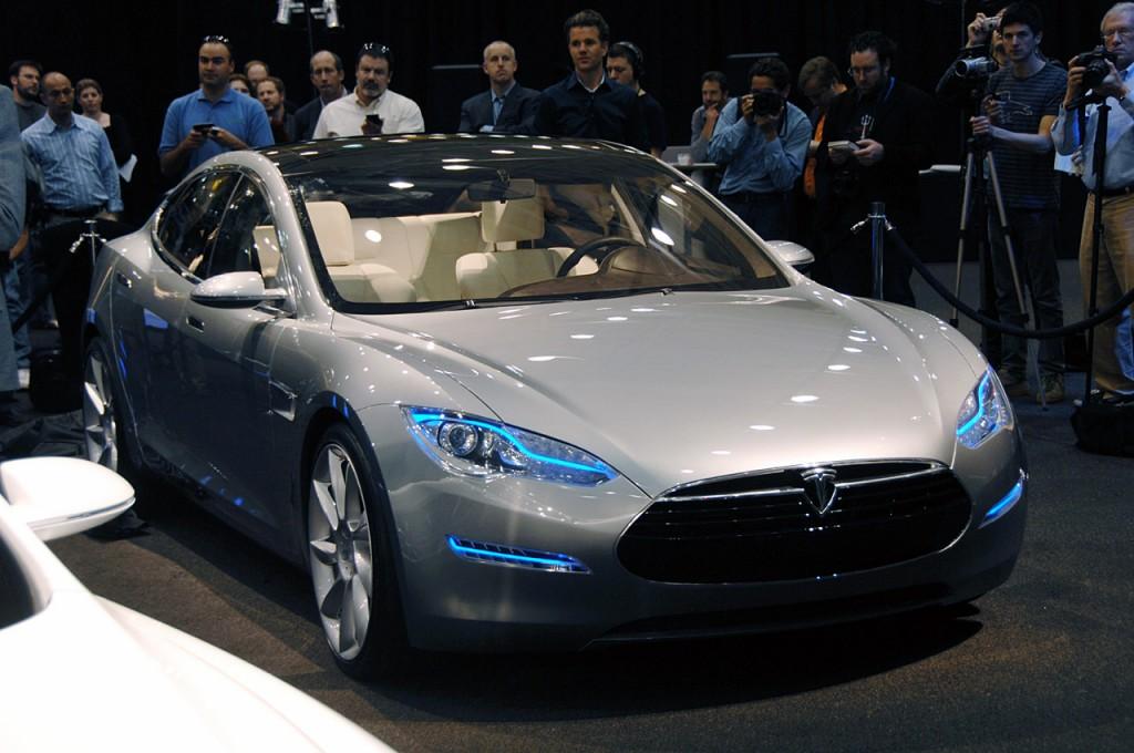 Электромобиль Tesla Model S признан автомобилем года