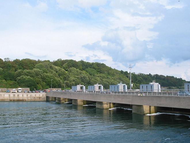 Приливная электростанция у берегов Франции